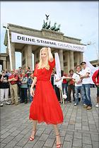 Celebrity Photo: Claudia Schiffer 1024x1536   229 kb Viewed 181 times @BestEyeCandy.com Added 3142 days ago