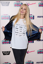 Celebrity Photo: Fearne Cotton 1200x1800   230 kb Viewed 44 times @BestEyeCandy.com Added 166 days ago