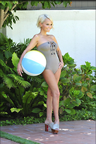 Celebrity Photo: Kristin Chenoweth 1280x1920   346 kb Viewed 37 times @BestEyeCandy.com Added 179 days ago