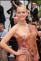 Celebrity Photo: Amber Valletta 9 Photos Photoset #367187 @BestEyeCandy.com Added 302 days ago