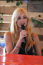 Celebrity Photo: Fearne Cotton 1200x1800   202 kb Viewed 17 times @BestEyeCandy.com Added 22 days ago