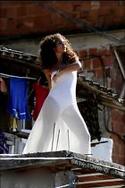 Celebrity Photo: Alicia Keys 800x1200   180 kb Viewed 196 times @BestEyeCandy.com Added 1049 days ago