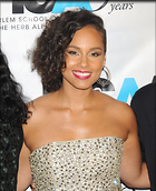 Celebrity Photo: Alicia Keys 1950x2400   979 kb Viewed 84 times @BestEyeCandy.com Added 443 days ago