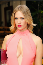 Celebrity Photo: January Jones 2 Photos Photoset #348631 @BestEyeCandy.com Added 488 days ago