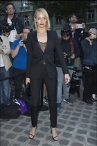 Celebrity Photo: Amber Valletta 5 Photos Photoset #329536 @BestEyeCandy.com Added 618 days ago