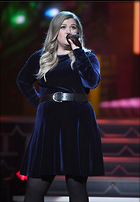 Celebrity Photo: Kelly Clarkson 1200x1728   182 kb Viewed 73 times @BestEyeCandy.com Added 221 days ago